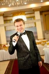 Ведущий,  тамада,  шоумен Алексей Кожемякин из Алматы.